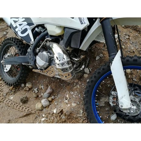 _P-Tech P-Tech Skid Plate with Exhaust Pipe Guard and Plastic Bottom HVA TE 250/300 17-19 | PK005H | Greenland MX_